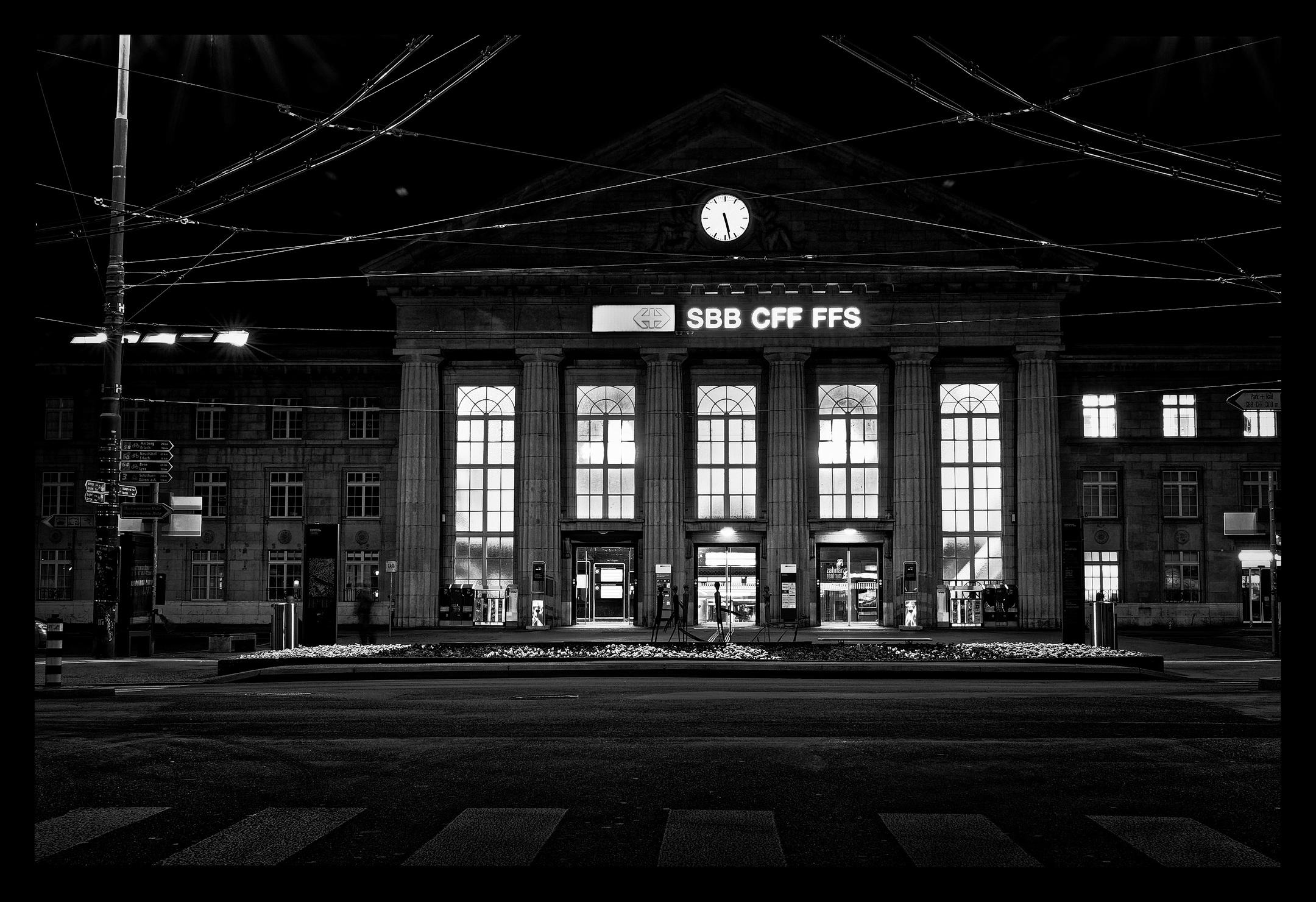 Bahnhof Biel am Morgen