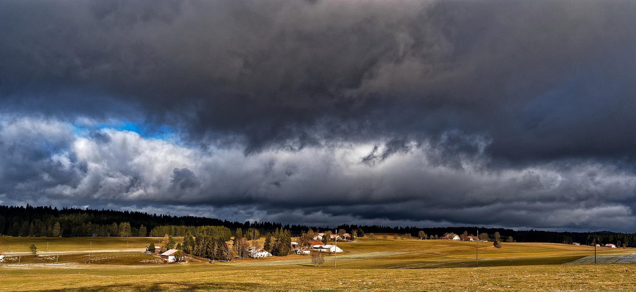 Sonnig unter der Wolkendecke